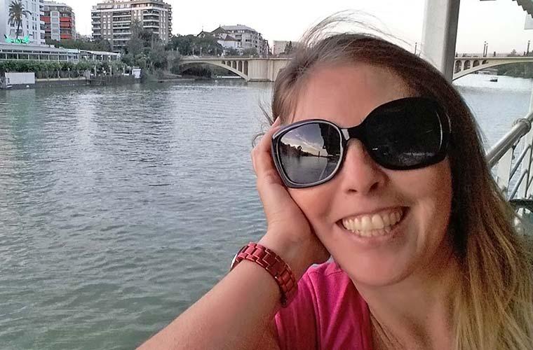 Frau mit Boot - Selfie 2